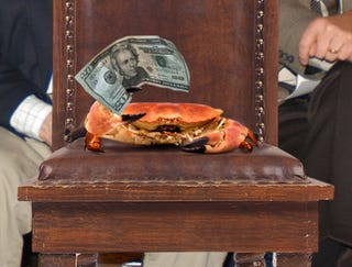 Illustration for article titled Auction Won By Crab With $20 Stuck In Claw