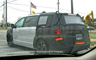 Illustration for article titled 2009 VW Routan Spotted Before Chicago Auto Show Reveal