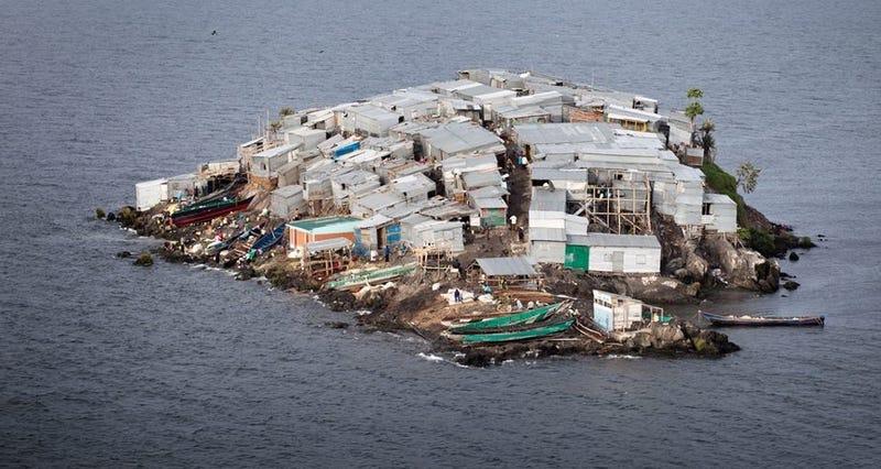 Illustration for article titled Migingo, la isla con el tamaño de medio campo de fútbol donde viven más de 130 personas