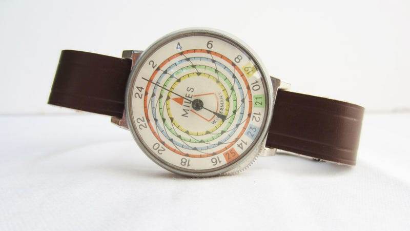 Illustration for article titled This Vintage Pedometer Is More Beautiful Than Most Watches