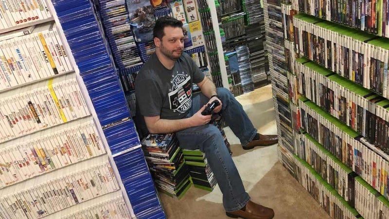 Illustration for article titled En la casa de este hombre hay tantos videojuegos que necesitarías varias vidas para terminarlos