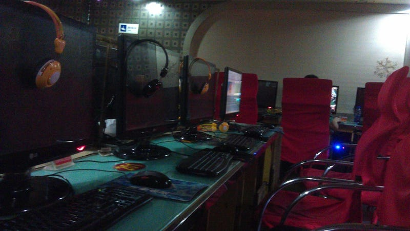 A Look Inside the Smoky World of Chinese Internet Cafes