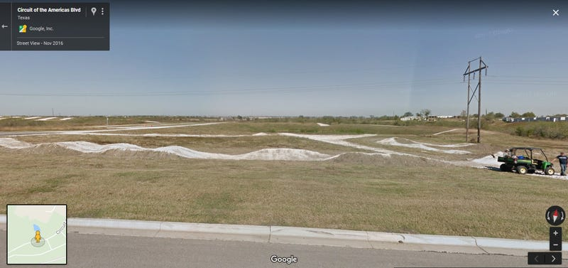 Illustration for article titled What's the deal with this mini off road track outside COTA?