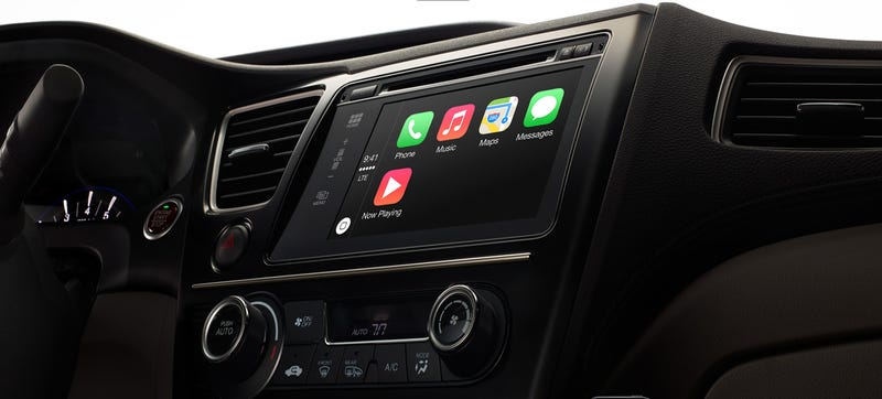 Illustration for article titled How Safe Can Apple CarPlay Be If It Takes Your Eyes Off The Road?