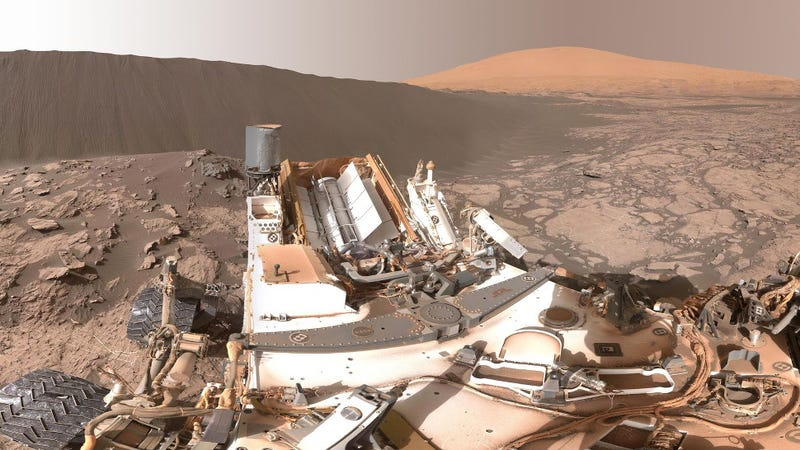 Illustration for article titled See Curiosity Cruise Around Gigantic Martian Dunes in These Stunning New Panoramas