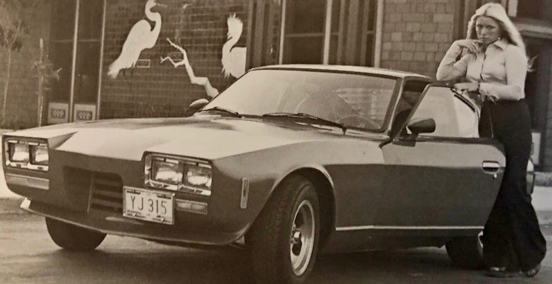 Illustration for article titled This Weird '70s Kit Car is a Volkswagen-Based Datsun Z With Three Wheels