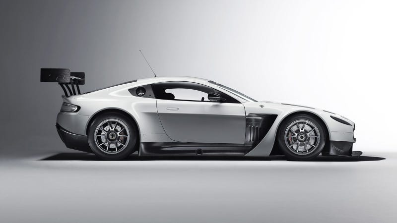 Illustration for article titled Your ridiculously cool Aston Martin V12 Vantage GT3 wallpaper is here