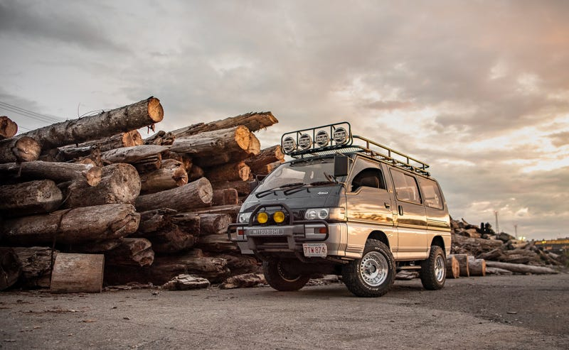Illustration for article titled Your Ridiculously Radical Mitsubishi Delica Wallpapers Are Here