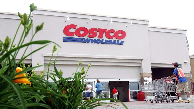 Illustration for article titled Costco-themed cake delivers birthday cheer in bulk
