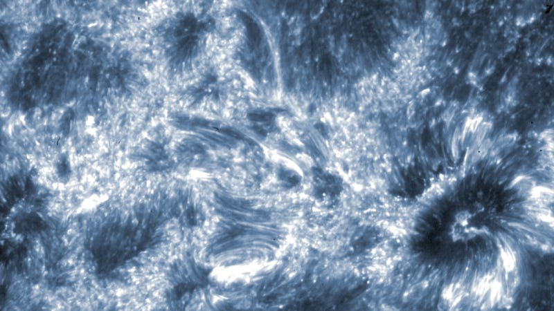 Illustration for article titled New views of Sun's atmosphere reveal structures unknown to science