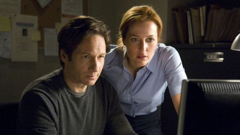 Illustration for article titled Chris Carter reveals the truth, says he wrote a third X-Files movie