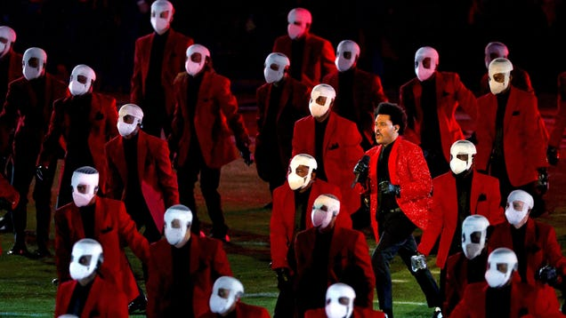 The Weeknd plays the hits, briefly gets lost in a maze in a by-the-book Super Bowl Halftime show