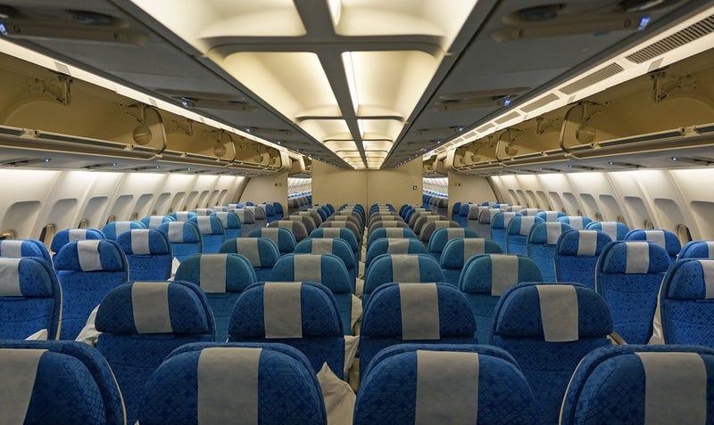 Illustration for article titled Por qué a veces las ventanillas de los aviones no están alineadas con los asientos