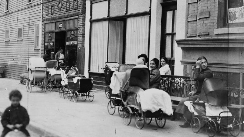 Margaret Sanger's Brownsville Clinic, October 1916. Courtesy of Library of Congress, Prints & Photographs Division, NYWT&S Collection, LC-USZ62-138888.