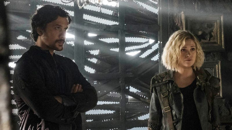 Bellamy (Bob Morley) and Clarke (Eilza Taylor) have no idea what their futures hold.