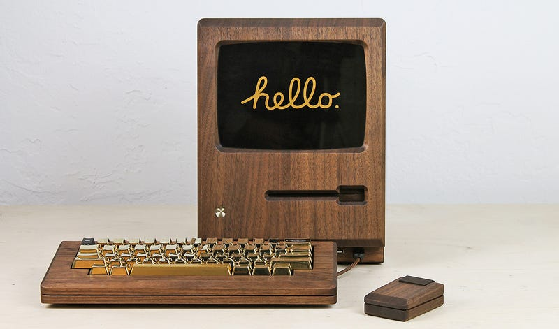 Illustration for article titled A Wooden Macintosh Replica Proves the Original Deserved a Flashy Gold Keyboard