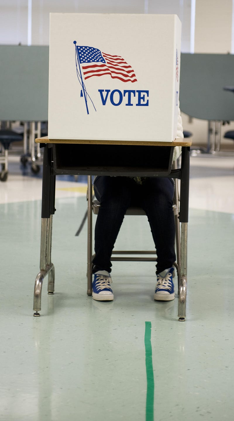 Illustration for article titled Sprinting to Finish Line, VA Gubernatorial Hopefuls Court Black Vote