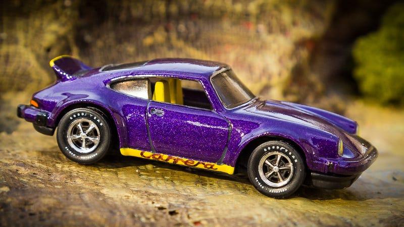 Illustration for article titled CUSTOM Hot Wheels Porsche P-911