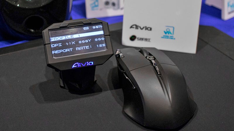 Illustration for article titled Gigabyte's Aivia Uranium Gaming Mouse Comes With Its Own Tiny Monitor