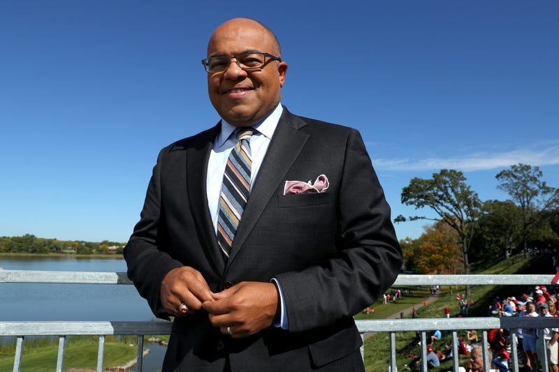 Illustration for article titled Mike Tirico Just Took The Reins From Bob Costas