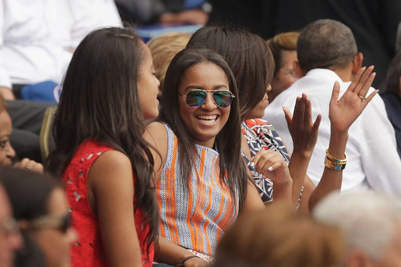 Illustration for article titled Sasha Obama Steps Out for Prom, Looking as Graceful as Only Michelle's Daughters Can