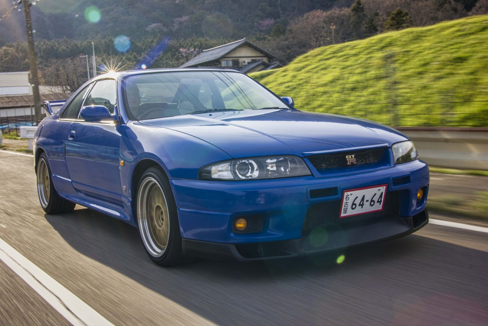 Nissan Gtr R33 >> The R33 Nissan Skyline Gt R Definitely Doesn T Drive Like A
