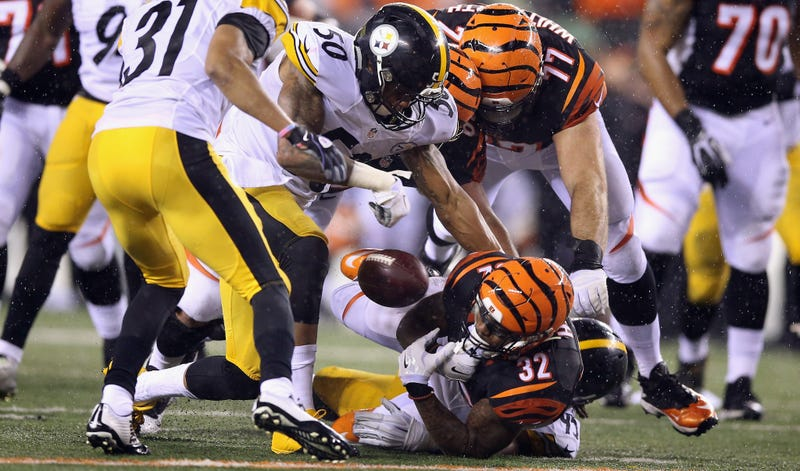 Illustration for article titled Jeremy Hill Reacted To His Costly Fumble With Anguished Screaming