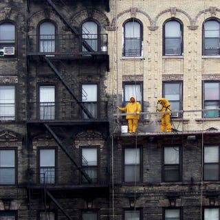 Illustration for article titled Photo of New York City before and after cleaning shows how filthy it is