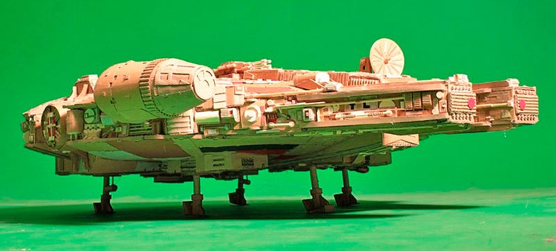 Illustration for article titled An Immaculate Millennium Falcon Model Made Entirely Of Cardboard