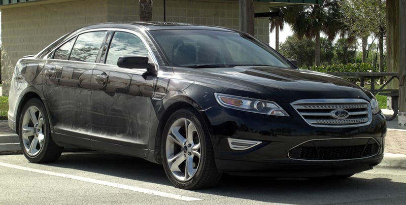 Illustration for article titled 2010 Ford Taurus SHO: Super-Taurus Shows Off In Sun