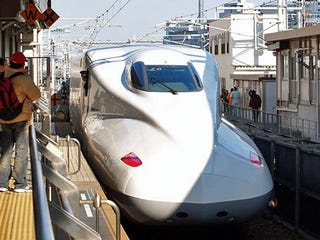 Illustration for article titled Japan's Type N700 Bullet Train Almost Half as Fast as an Airplane