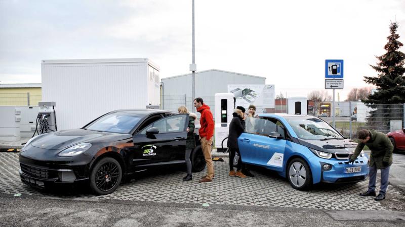 El cargador ultrarrápido de BMW puede dar a tu coche 100 kilómetros de autonomía en tan solo 3 minutos