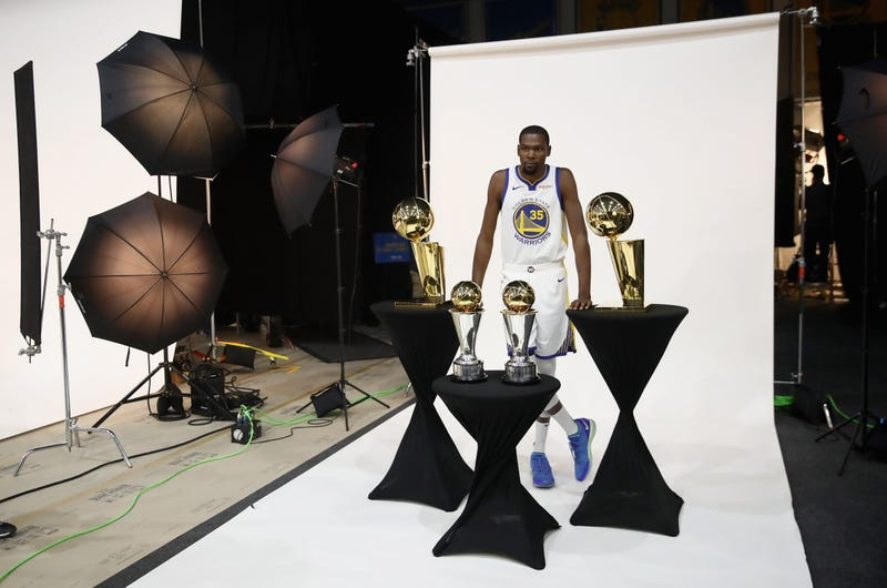 """Illustration for article titled Kevin Durant Bemoans Basketball Media's """"Pure Hate For Me Obviously"""""""