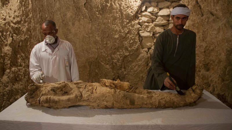 The mummy discovered in the Luxor tomb Kampp 150. (Image: AP)