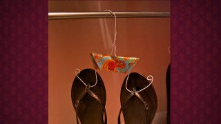 Illustration for article titled Cut Wire Clothes Hangers to Turn Them into Flip Flop Hangers