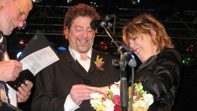 Illustration for article titled Lucinda Williams gets married on-stage in Minneapolis