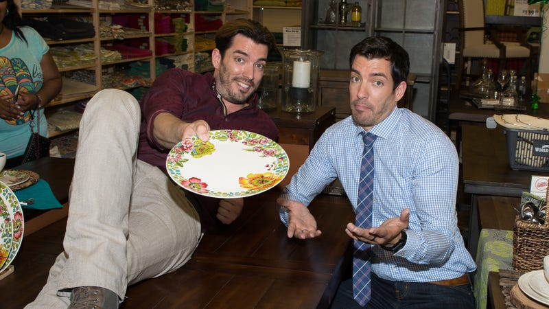 Illustration for article titled HGTV's Property Brothers developing sitcom that will almost certainly suck mountains of ass