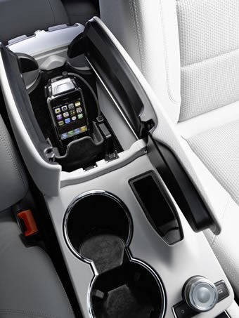 Mercedes benz integrates iphone into its cars with special - Porta iphone auto ...