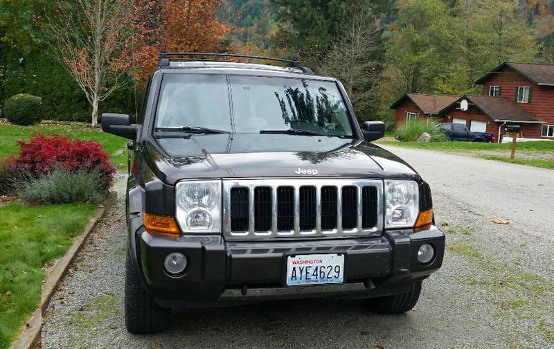 Illustration for article titled For $10,500, Could This 2006 Jeep Commander Limited Command Your Attention?