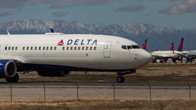 Delta Reportedly Tells Flight Attendants Not to Notify Colleagues If They Get Coronavirus