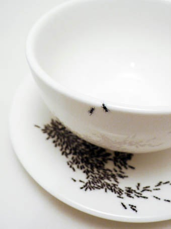 Illustration for article titled This Cup Is Not Covered With Ants