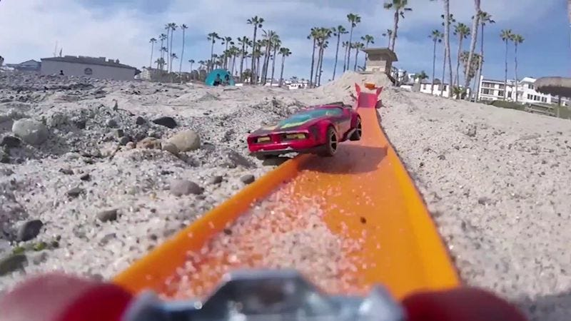Illustration for article titled Enjoy some high-octane beach racing action, courtesy of Hot Wheels