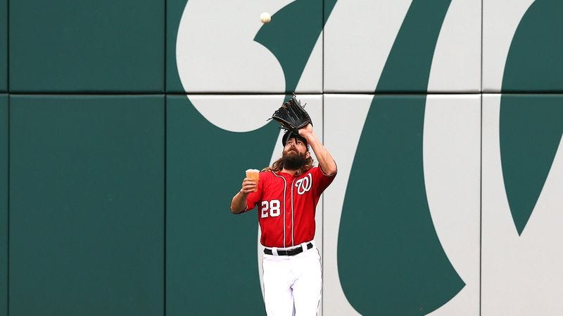 Illustration for article titled Jayson Werth Catches Foul Ball Without Spilling Beer