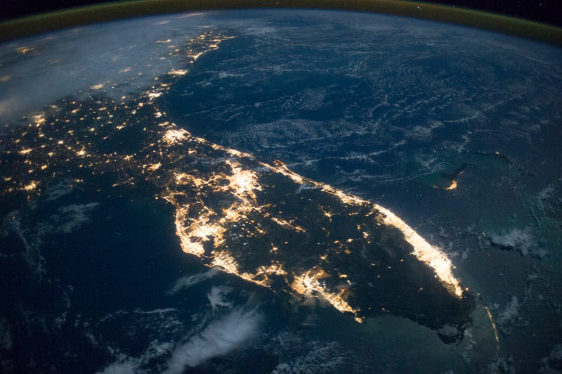 Illustration for article titled Florida's Nighttime Coast Looks Stunning from Space