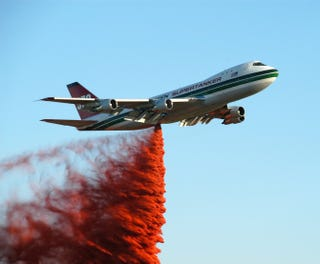 Illustration for article titled Evergreen 747: World's Biggest Fire Extinguisher Makes First U.S. Flight