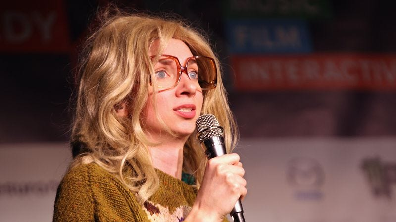 Lapkus, in a wig, at a live event (Photo: Getty Images)