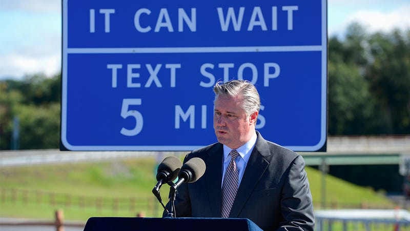 "Illustration for article titled Will New York's New Highway ""Texting Stops"" Curb Distracted Driving?"