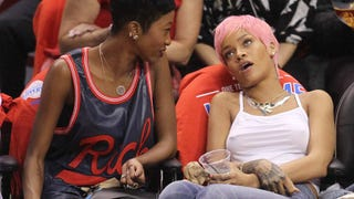 Illustration for article titled Rihanna Totally Wigged Out at the Clippers Game Last Night