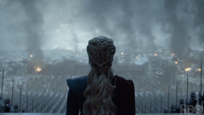 Daenerys, or someone who looks like her, standing before an army.