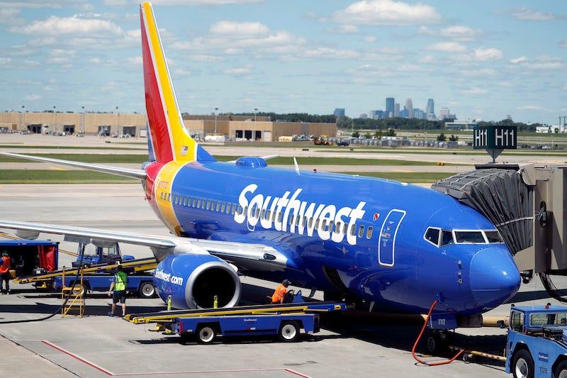 Un hombre intentó flirtear con una mujer en un vuelo de Southwest. Salió mal.